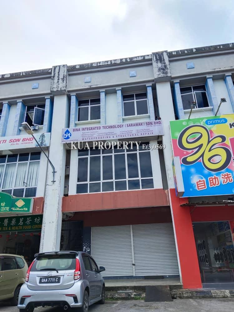 3 Storey Shoplot For Sale. Located at Lee Ling Commercial. (near Emart Matang) kuching.